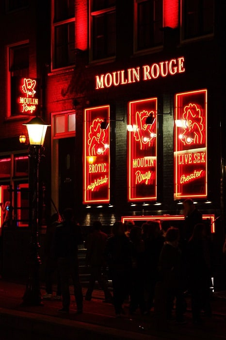 עוד קצת הצצה לרחוב החלונות האדומים באמסטרדם