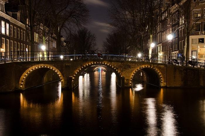 חופשה באמסטרדם -בלילה