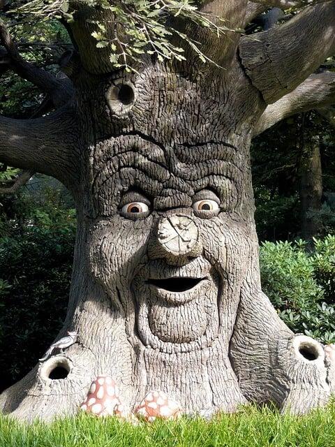 העץ המדבר בפארק השעשועים אפטלינג